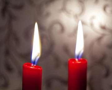 2 красные свечи