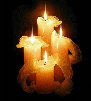 4 горящих свечи