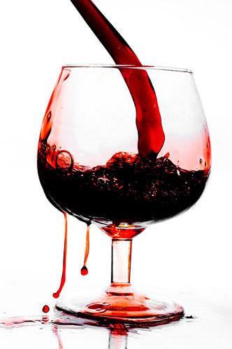 Бокал с вином и кровью