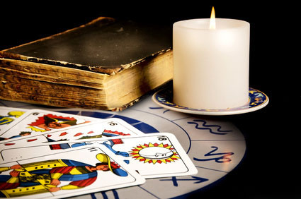 Старая книга, карты, свеча
