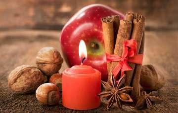 Яблоко и свеча