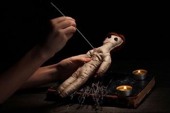 Обряд с куклой вуду
