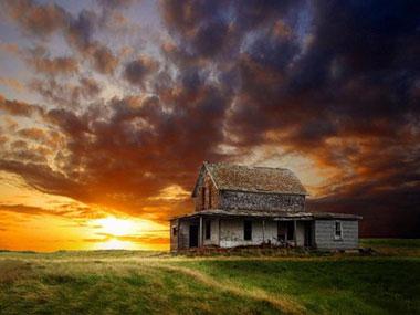 Небо потемнело над домом