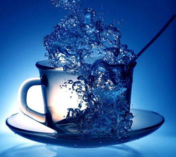 Кипящая вода в кружке