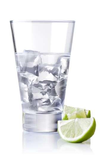 Кубики льда в стакане