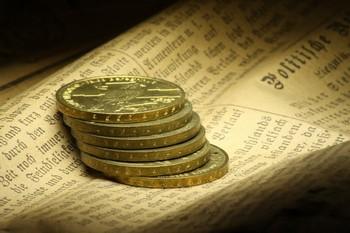 монеты на газете