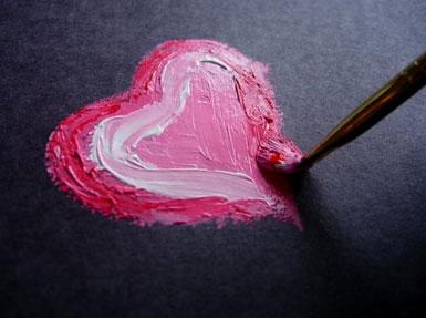 Сердечко нарисовано красками