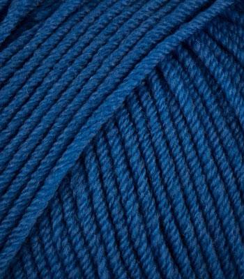Шерстяная нитка синего цвета