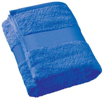 Сложенное синее полотенце