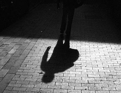 Тень на асфальте