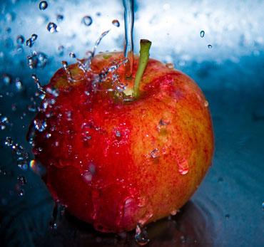Яблоко и капли воды