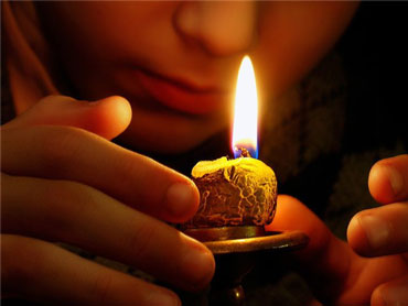 Девушка со свечей
