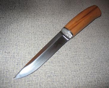 Нож с деревянной ручкой