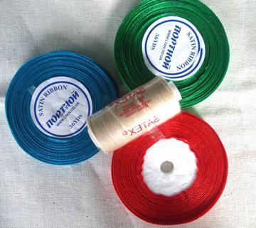 Красная, зеленая и синяя нитки