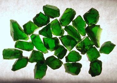 Россыпь зеленых камней