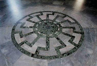 Черное солнце на полу замка Вевельсбург
