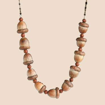Ожерелье из желудей