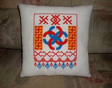 Вышивка на подушке свадебного оберега
