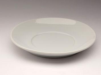Белое блюдце