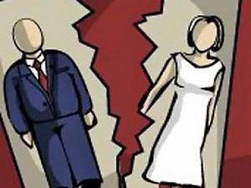 Картинка с мужем и женой разорвана пополам