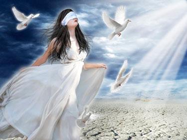 Девушка с завязанными глазами и голуби