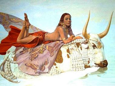 Женщина лежит на быке