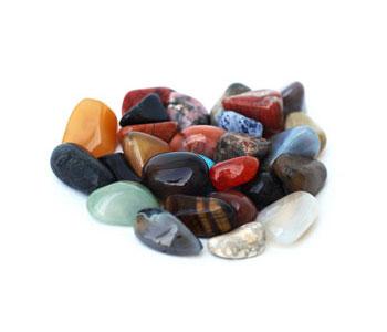 Кучка камней самоцветов