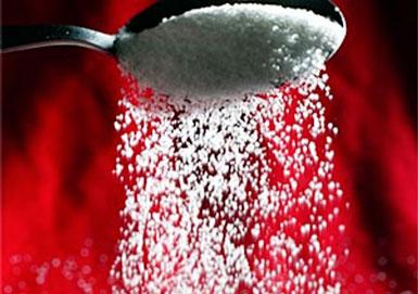 Соль сыпется с ложки