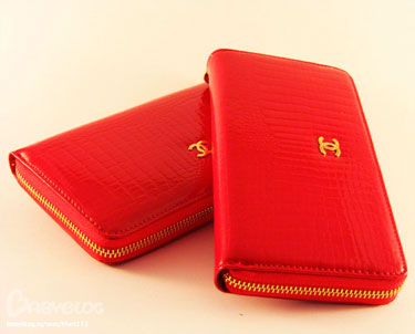 Два красных кошелька