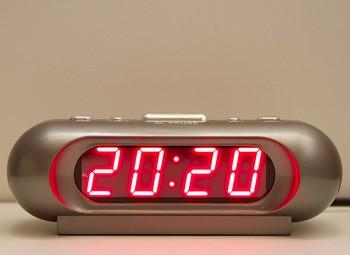 числа на будильнике