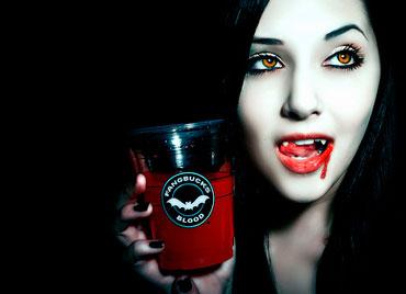 Девушка со стаканом крови