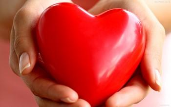 Сердечко в руках