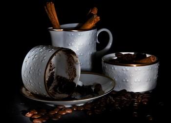 Чашки и семена кофе