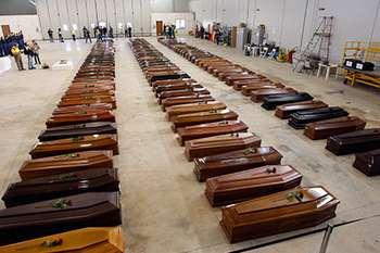 Много гробов