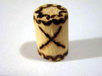 Деревянный амулет с руной гебо