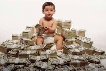 Ребенок в куче денег