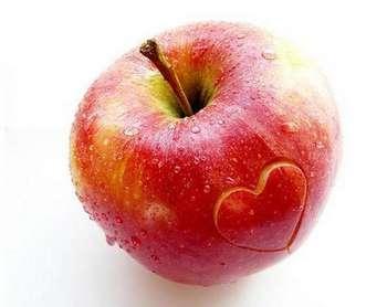Яблоко с сердечком