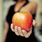 2 простых приворота с помощью яблока