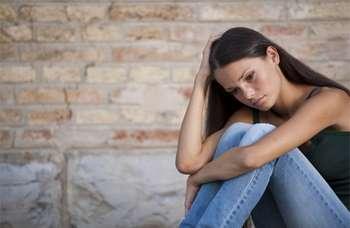 Девушка грустная