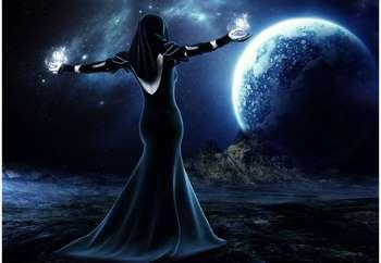 Девушка маг на фоне луны