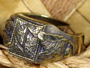Перстень со знаком эйваз