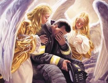 Ангелы рядом с плачущим мужчиной