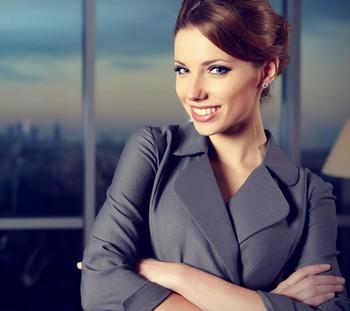 Девушка в деловом костюме