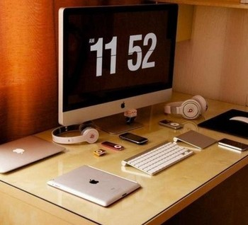 Время показывается на экране компьютера