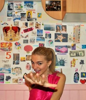 Девушка со своей картой желаний