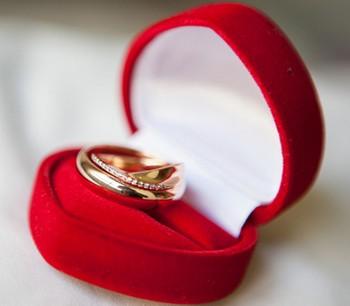 Кольцо в красной коробочке
