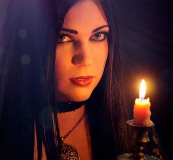 Ведьма со свечкой