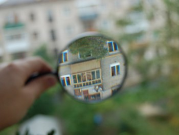 Просмотр квартиры через лупу
