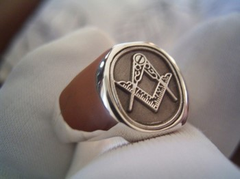 Перстень со знаком масонов