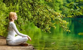 медитация у реки